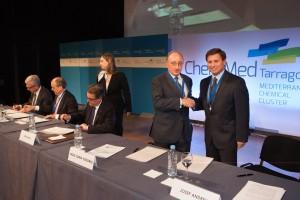 Firma-del-acta-de-constitución-de-ChemMed-Tarragona
